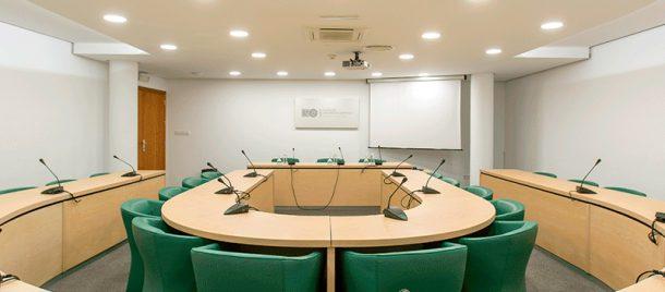espacios-salas-de-reuniones-hemiciclo