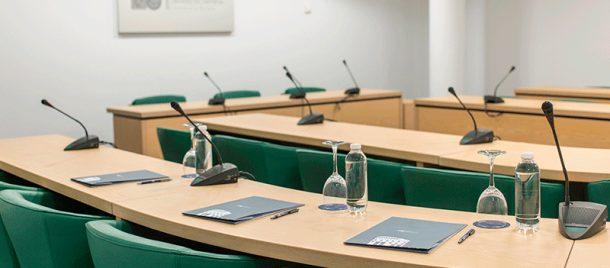 espacios-salas-de-reuniones-hemiciclo-2