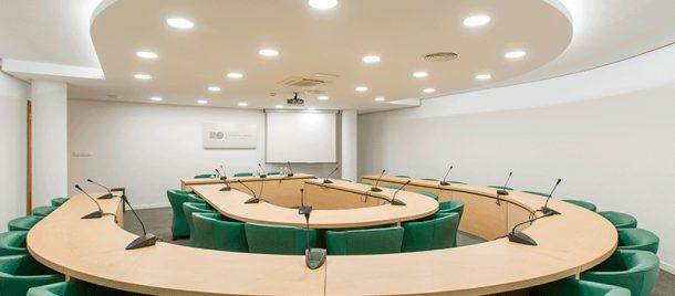 espacios-salas-de-reuniones-hemiciclo-3